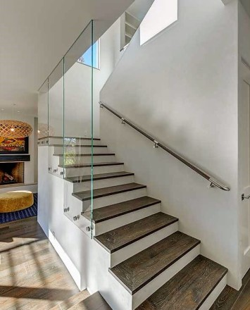 View of a Modern Private Residence, CA, Optik guardrail with clear glass