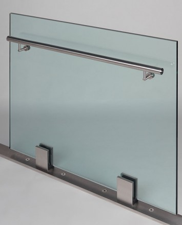 Stainless steel railing with glass partition
