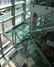 Circum railing with clear glass on a glass stair