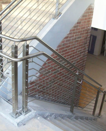 SUNY Nathan Hale, NY, CIRCUM Square guardrail surface mounted with stainless steel infill rails