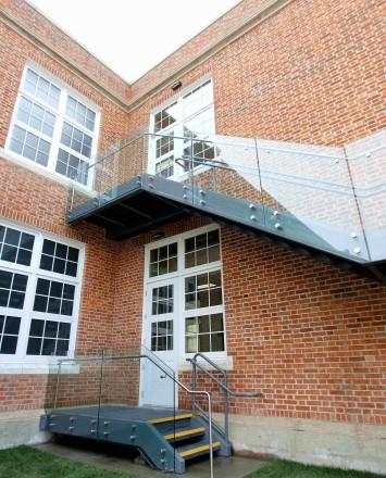 Mackenzie School, Canada, Optik glass guardrail to exterior stair