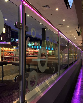 Leisure Complex, Oklahoma City OK, CIRCUM Round guardrail installation with RGB type LED railing