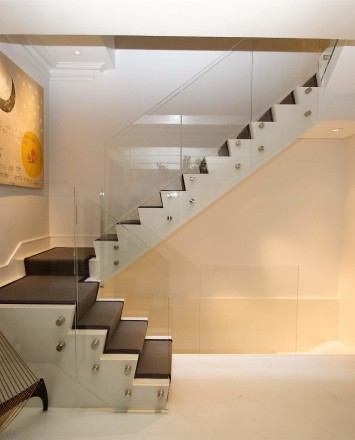 Side view of modern white-walled Private Residence, Washington DC, Optik guardrail with clear glass