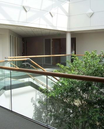 Office, PA, Optik Shoe with wood cap rail